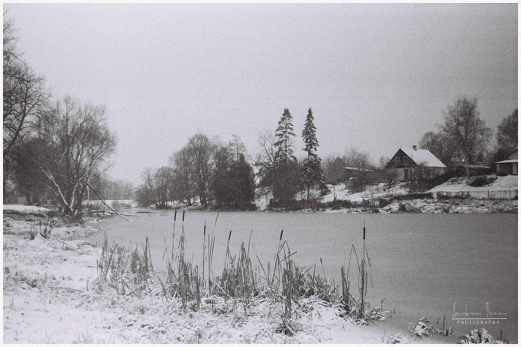 Talvise jõe ääres